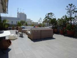 Beautifully furnished,top floor with nice views