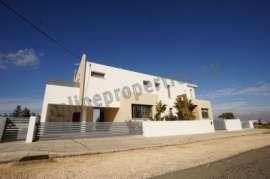 Luxury Modern Four Bedroom House For Rent in Tseri