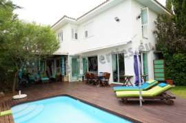 Beautiful 4 Bedroom Detached Luxury House