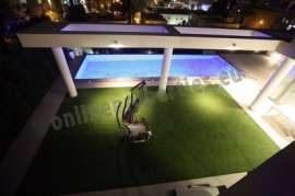 Luxurious House in Engomi for rent or sale