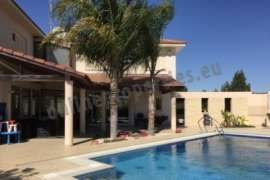 Luxurious Villa of 6 bedrooms in Ayia Varvara