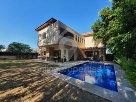 Furnished Beautiful Detached House with pool