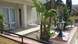Self contained ground level apartment with garden!